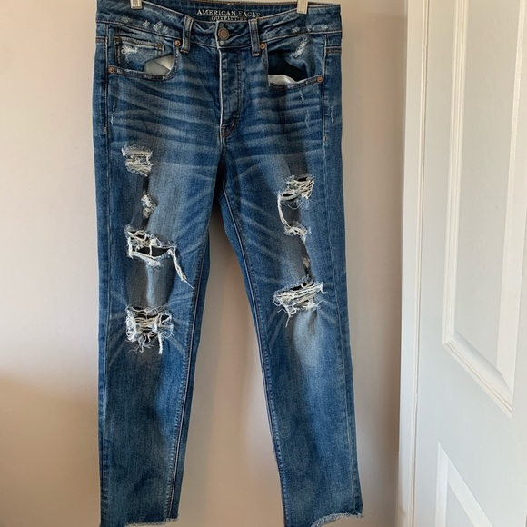 American Eagle / Distressed / Tomgirl / Jeans